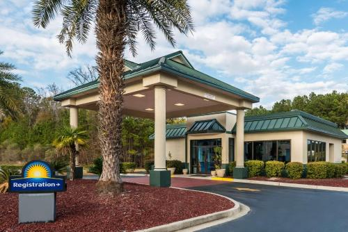 Days Inn Richmond Hill/Savannah - Richmond Hill, GA 31324