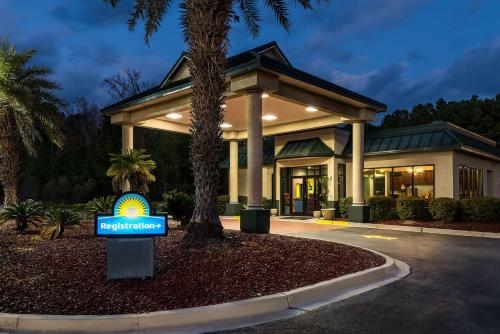 Days Inn Richmond Hill/Savannah Photo