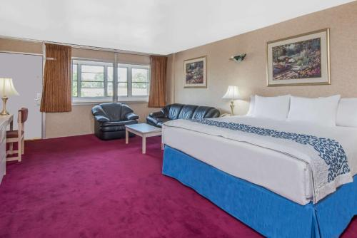Days Inn Hicksville - Long Island Photo