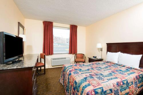 Days Inn Roosevelt Boulevard Photo