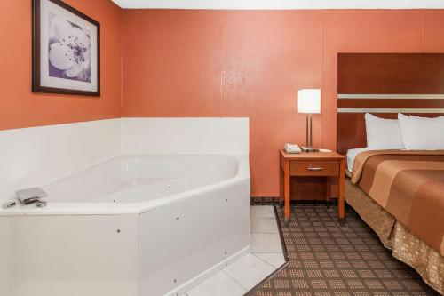 Days Inn Dalton Photo
