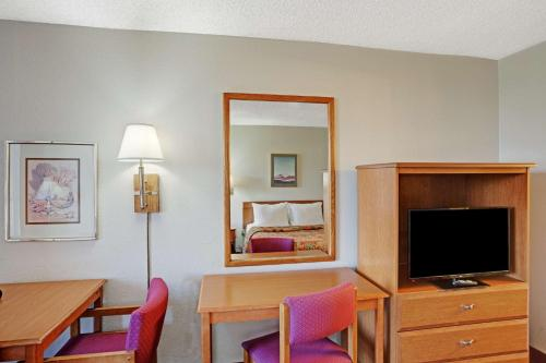 Americas Best Value Inn Reno Photo