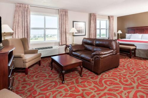 Ramada Sherwood Park Photo