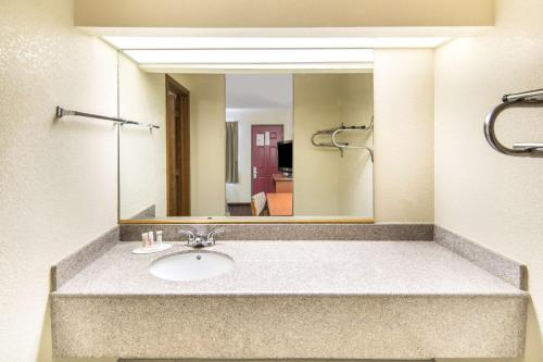 Americas Best Value Inn Seguin - Seguin, TX 78155