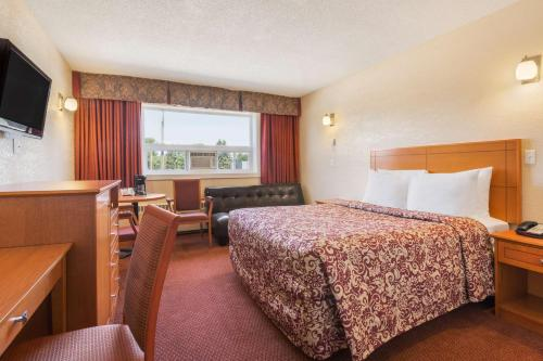 Travelodge Edmonton East Photo