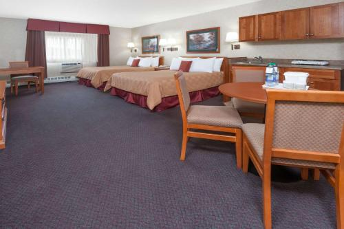 Ramada Stony Plain Hotel & Suites Photo