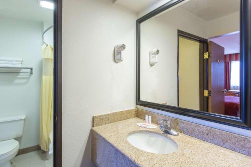 Days Inn Tucson Airport - Tucson, AZ 85714