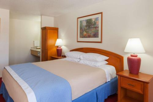 Days Inn Near Six Flags-Magic Mountain - Castaic, CA 91384
