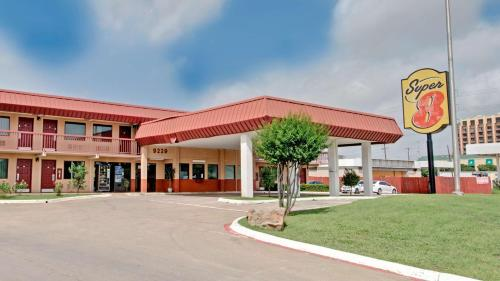 Super 8 Dallas Love Field Market Center Photo