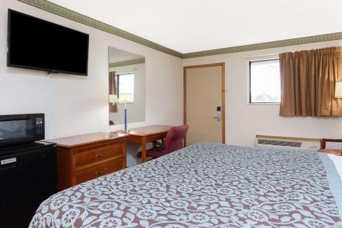 Days Inn Maumee Photo