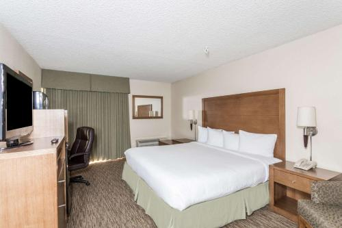 Days Inn Hotel Peoria Glendale Photo