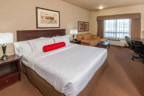 Ramada Inn and Suites Drumheller Photo