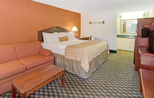 Baymont Inn and Suites - Murfreesboro Photo
