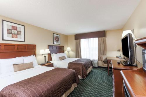 Baymont Inn & Suites - Madison Photo