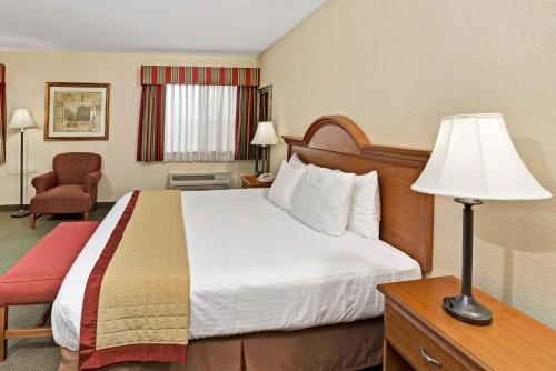 Baymont Inn and Suites Indianapolis photo 21