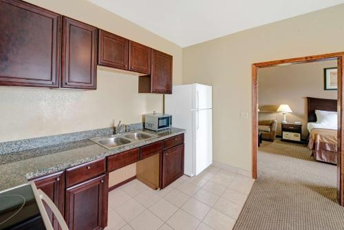 Baymont Inn And Suites - Decatur - Decatur, TX 76234