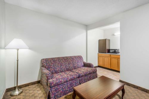 Days Inn and Suites Boardman Photo