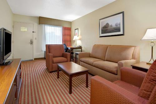 Baymont Inn & Suites - Nashville Airport/Briley Photo