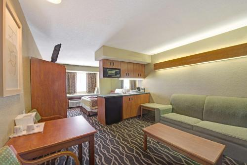 Microtel Inn & Suites Northeast Photo