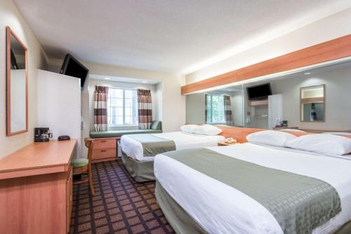 Microtel Inn & Suites by Wyndham Uncasville Photo