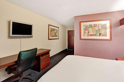 Microtel Inn by Wyndham Atlanta Airport Photo