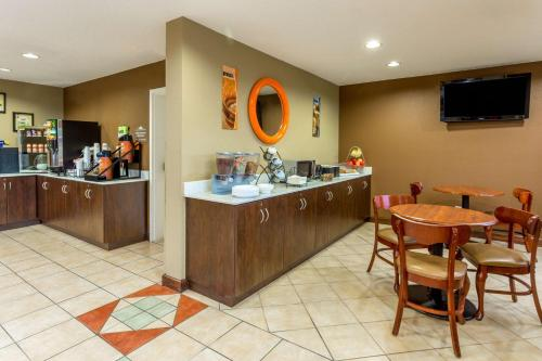 Microtel Inn & Suites by Wyndham Norcross Photo