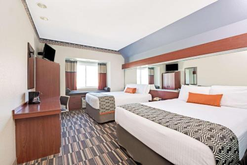 Microtel Inn & Suites Urbandale Photo