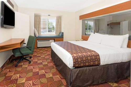 Microtel Inn and Suites DIA Photo