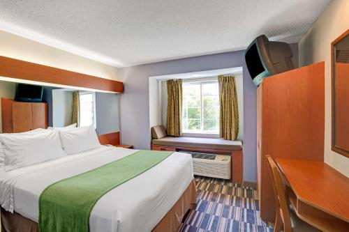 Microtel Inn & Suites by Wyndham Cherokee Photo