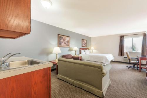 Baymont Inn & Suites - Wright Patterson Air Force Base Photo