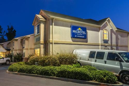 Microtel Inn & Suites by Wyndham Auburn Photo