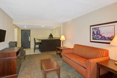 Ramada Rock Hill Photo