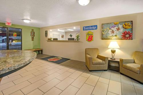 Travelodge Albuquerque Midtown Photo