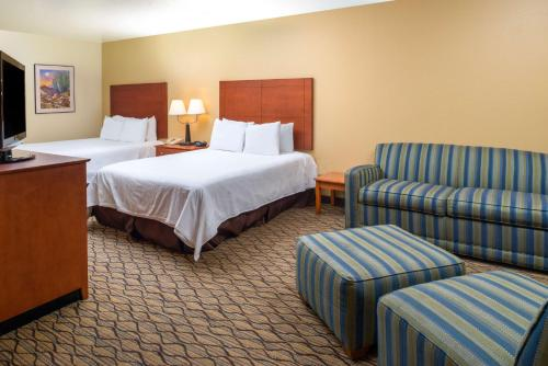 Days Inn and Suites Scottsdale Photo