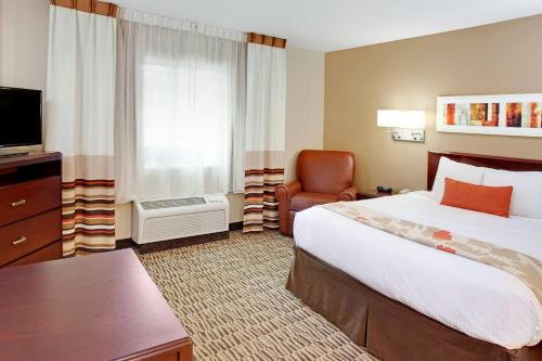 Hawthorn Suites by Wyndham Chicago Schaumburg Photo