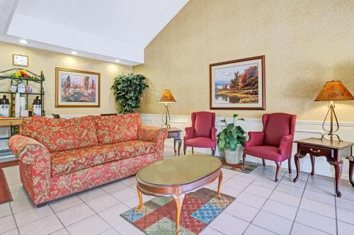 Baymont Inn and Suites - Smithfield Photo