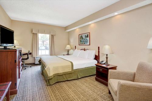 Baymont Inn & Suites - Jacksonville Photo