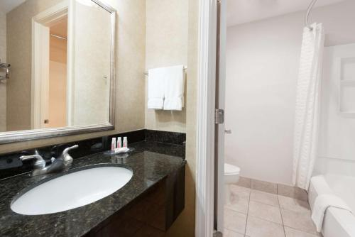 Baymont Inn and Suites Indianapolis South photo 6