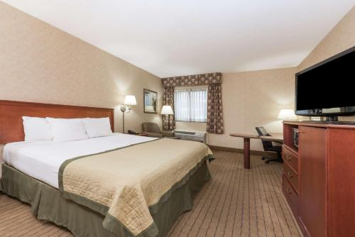 Baymont Inn and Suites Indianapolis South photo 12
