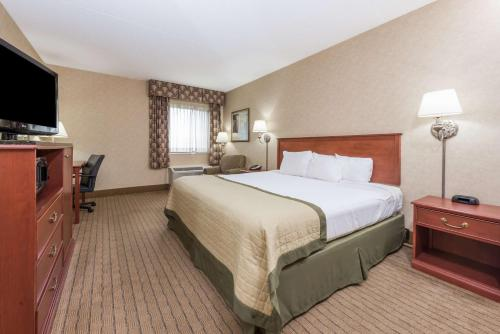 Baymont Inn and Suites Indianapolis South photo 13