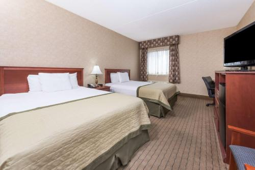 Baymont Inn and Suites Indianapolis South photo 15