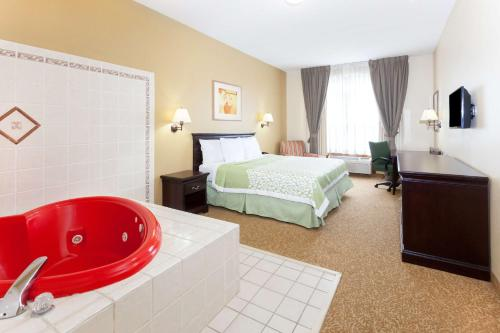 Days Inn & Suites Tucker/Northlake - Tucker, GA 30084