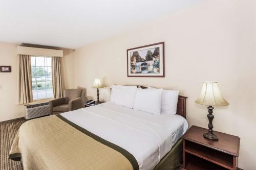 Baymont Inn and Suites - Valdosta Photo