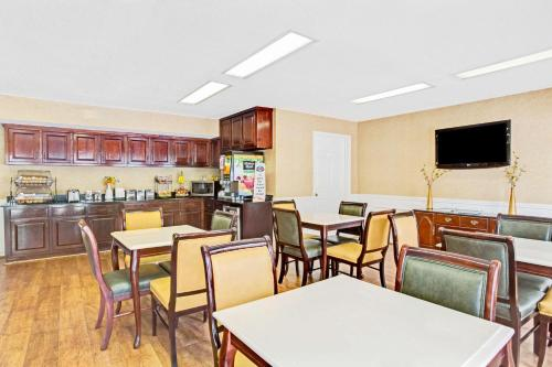 Baymont Inn and Suites - Kingsland Photo