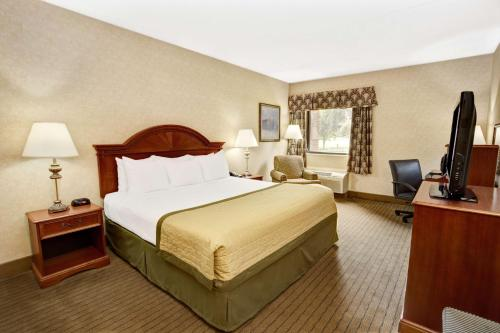 Baymont Inn & Suites Indianapolis West Photo