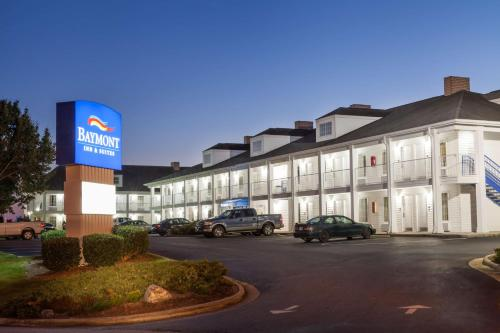 Baymont Inn & Suites Hickory Photo