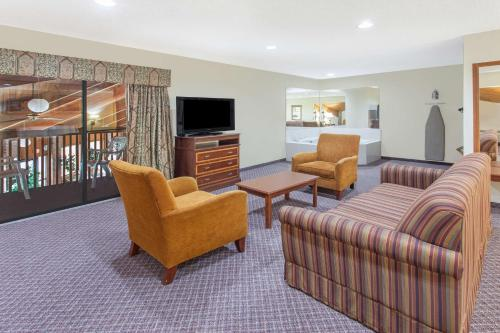 Baymont Inn & Suites Smyrna Photo
