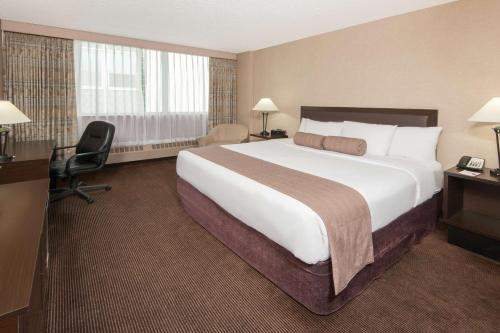 Ramada Hotel Downtown Calgary Photo