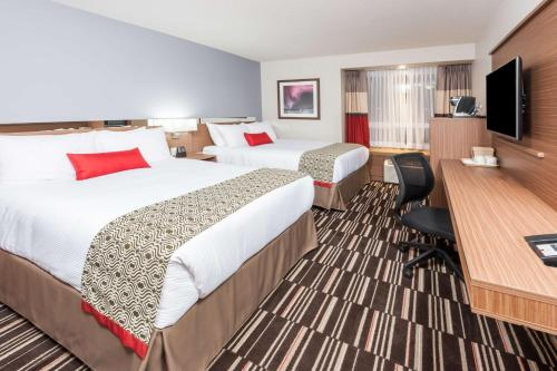 Microtel Inn & Suites by Wyndham Fort Saint John Photo