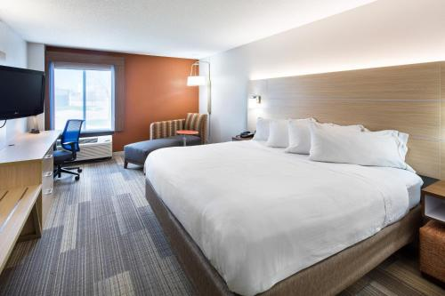 Holiday Inn Express Cedar Rapids - Collins Road Photo
